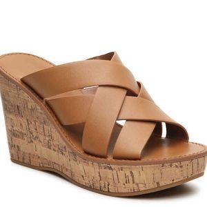 Indigo Rd. Vechi Wedge sandal size 8.5